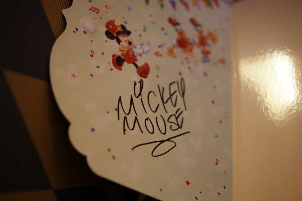 ミッキーのサイン